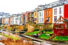 Neue moderne Nachbarschaft aber mit traditionellen Funktionen der schwedischen Kultur in Malmoe, Schweden Lizenzfreie Stockfotos