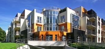 Neue moderne Wohnungen Lizenzfreie Stockfotos