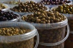 Neue Oliven vom Markt Lizenzfreie Stockbilder