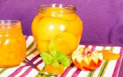 Neue Pfirsiche und Pfirsichmarmelade Lizenzfreies Stockfoto