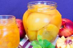 Neue Pfirsiche und Pfirsichmarmelade Lizenzfreie Stockbilder