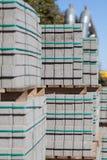 Neue Pflastersteine auf Paletten Lizenzfreie Stockbilder