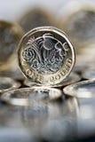 Neue Pfundmünze eingeführt in Großbritannien, in der Front und in BAC Stockfotos
