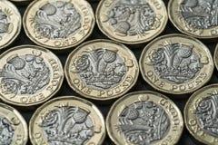 Neue Pfundmünzen eingeführt in Großbritannien im Jahre 2017 stockbilder