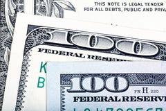 Neue Rechnungen des alten Endes von hundert US-Dollar auf Anmerkungshintergrund Stockfotografie