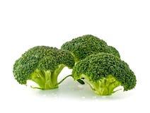 Neue, rohe, grüne Brokkoli-Stücke stockbild
