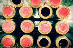 Neue Rohre für die Fernheizungsrohrleitung vorbereitet, in den Untergrund installiert zu sein Lizenzfreies Stockfoto