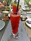 Neue rote Wassermelonensaft mixeds mit gesundem stockbilder