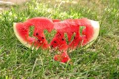 Neue saftige Wassermelonenscheibe Stockfotos