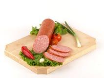 Neue Salami und Scheiben Lizenzfreies Stockfoto