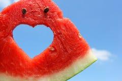 Neue Scheibe der Wassermelone mit Herzen nach innen Lizenzfreies Stockbild
