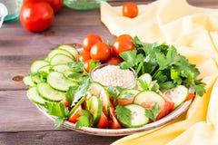 Neue Scheiben von Gurken, von Tomaten und von Petersilienblättern Lizenzfreies Stockfoto