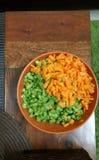 Neue Schnitte der Karotten und der Bohnen Stockbild