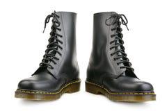 Neue schwarze Stiefel für Armee und Reise lokalisiert auf Weiß Stockfotografie
