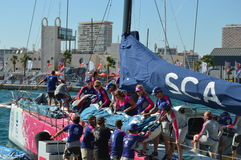 Neue Segel an Bord des Teams SCA Stockbilder