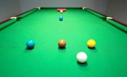 Neue Snookertabelle mit den Kugeln betriebsbereit zum Bruch Stockfotografie