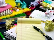 Neue Sprachschreibens-Wörter viele Male auf dem Notizbuch lernen; Stockfoto