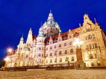 Neue Stadt Hall Neues Rathaus mit Lichtern an der Nachtansicht lizenzfreie stockbilder