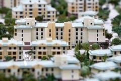 Neue Stadt mit Gebäudeminiaturen Stockbild