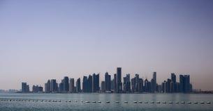 Neue Stadtskyline Dohas stockfoto