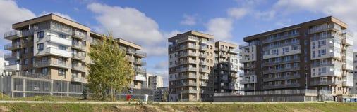 Neue Standardhäuser mit Wohnungen der niedrigen Kosten Stockbilder