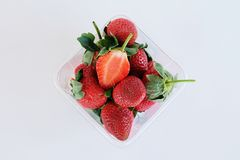 Neue stawberries im klaren Kasten Stockfoto