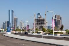 Neue Straße bei Al Maryah Island in Abu Dhabi Stockfotos