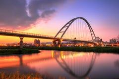 Neue Taipeh-Stadt Crescent Bridge lizenzfreie stockbilder