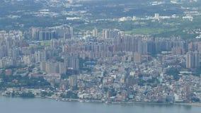 Neue Taipeh-Stadt Guanyinshan hartes Hanling, den Frischwasserfluß, Taiwan übersehend stock footage