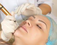 Neue Technologien im dauerhaften Make-up Stockfotografie
