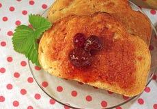 Neue Toast mit Erdbeeremarmelade Stockfoto