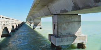 Neue und alte Brücke und karibisches Meer Lizenzfreie Stockfotografie