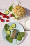 Neue vegetarische Sandwichrolle mit Linse pâté, gelber Käse Lizenzfreies Stockbild