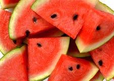 Neue Wassermelonenscheiben als Hintergrund stockfotos