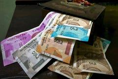 Neue Zentralbank von Indien 2000, 500, 200,50,10-Rupien-Hintergrund lizenzfreie stockfotos