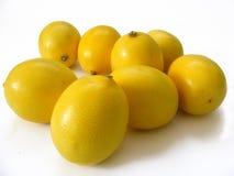 Neue Zitronenbilder der besten Qualität für Salate und spezielle Soßen Stockfotos