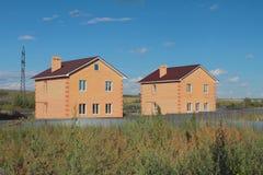 Neue zwei-storeyed Landhäuser vom Ziegelstein Lizenzfreies Stockbild