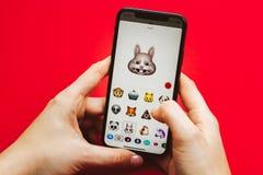 Neuen Flaggschiff Apples Iphone X in der Hand halten Smartphone Stockbilder