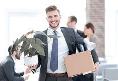 Neuer Angestellter am ersten Tag am Arbeitsplatz stockfotos