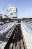 Neuer Bahnhof und Stadtbüro Utrecht gesehen vom Steg Lizenzfreie Stockfotos
