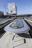 Neuer Bahnhof und Stadtbüro Utrecht gesehen vom Steg Lizenzfreie Stockfotografie