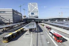 Neuer Busbahnhof und Stadtbüro Utrecht gesehen vom Steg Lizenzfreies Stockbild