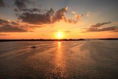 Neuer Durchlauf vom Estero-Bucht-Sonnenuntergang in Bonita Springs stockfotos
