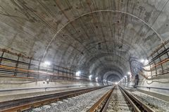 Neuer Eisenbahntunnel in den Karpatenbergen, Ukraine Lizenzfreie Stockbilder