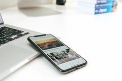 Neuer Flaggschiff Apples Iphone X Smartphone gesetzt auf weiße Tabelle Stockbild