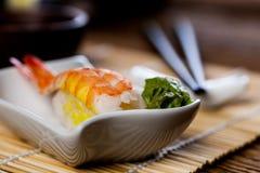 Neuer japanischer Sushisatz Stockfotos