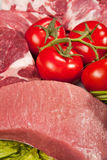 Neuer rohes Fleisch-Hintergrund mit Rindfleisch-Fleisch, der Türkei und Rinderhackfleisch lizenzfreies stockbild