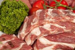 Neuer rohes Fleisch-Hintergrund mit Schweinefleischrändern; Rindfleisch-Fleisch, die Türkei und Lizenzfreies Stockfoto