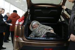 Neuer russischer Auto Lada-RÖNTGENSTRAHL, der am 14. Februar 2016 im Ausstellungsraum Severavto gesandt wurde Lizenzfreie Stockfotografie