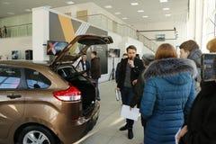 Neuer russischer Auto Lada-RÖNTGENSTRAHL, der am 14. Februar 2016 im Ausstellungsraum Severavto gesandt wurde Stockbilder